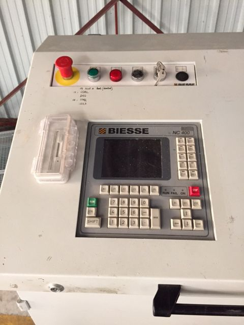 Centre d\'usinage à commande numérique BIESSE type 13 S