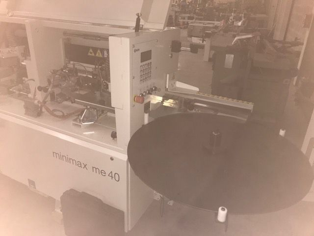Plaqueuse de chant MINIMAX type ME 40 TR machine de démonstration