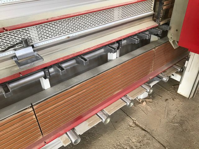 Scie à panneaux vertical STRIEBIG type Evolution 5224