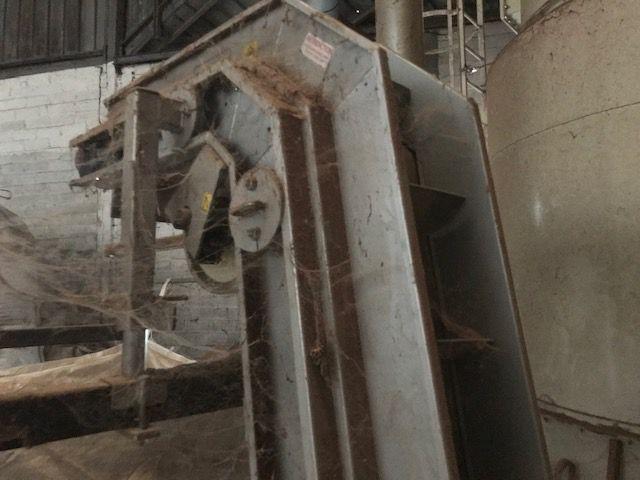 Tapis de relevage vertical avec chaise de support BIG BAG pour réception copeaux ou briquette